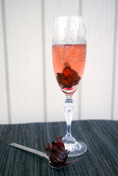 Sparkling Hibiscus #Cocktail // stirandstrain.com