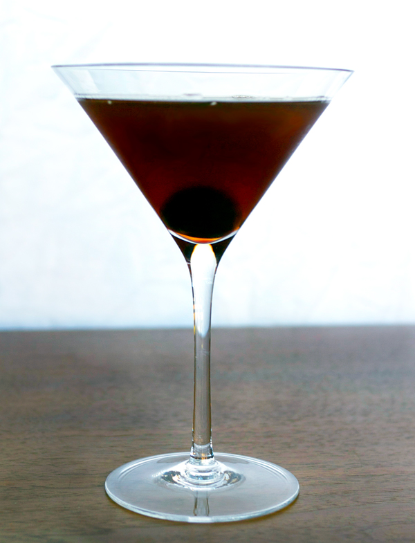 Smoky Manhattan #Cocktail // stirandstrain.com